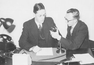 Goedewaagen, Secretary General of the DVK and Chairman of the Dutch Kultuurkamer, describes in a radio interview with Mr. L.G. Wybrands Marcussen, Head of the Reporting Department of the Dutch Public Broadcasting Network, the task of the Kultuurkamer, November 26, 1941 (source: NIOD/WWII Image Bank)