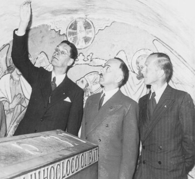 From left to right: Goedewaagen, Head DVK; De Ranitz, successor Goedewaagen in 1943; Goverts, Head Music Department DVK (source: NIOD/WWII Image Bank)